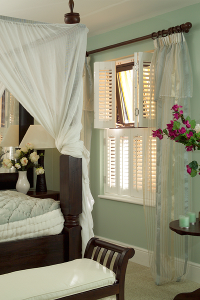 bathroom-tier-on-tier-shutters-open1